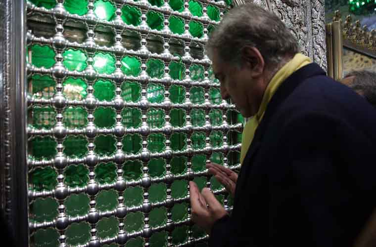 Foreign Minister of Pakistan visits holy shrine of Imam Reza